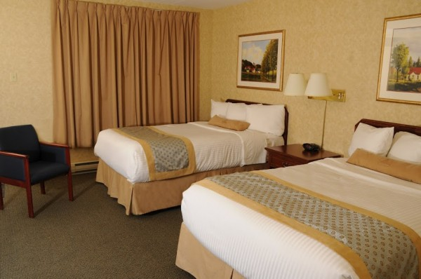 2 Double Beds Exterior Room Best Western Voyageur Place