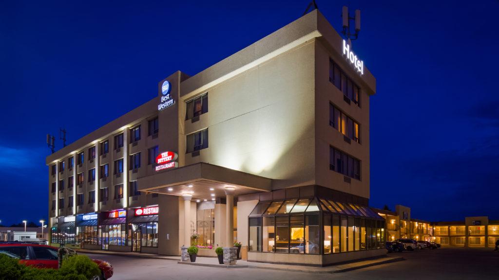 Best Western Voyageur Place Hotel In Newmarket Ontario